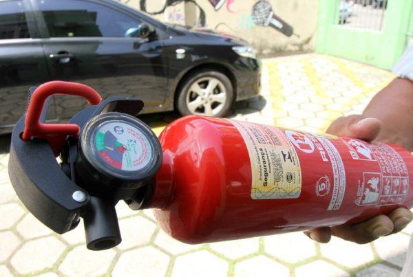 Extintor de incêndio modelo ABC