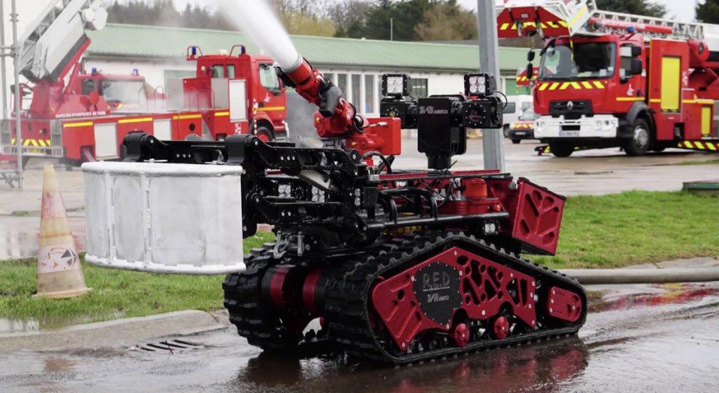 Colossus: o robô de combate a incêndios que ajudou a salvar a Notre-Dame