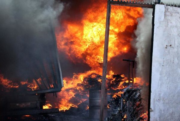 incendio-destroi-predio-da-grafica-2000-em-cabedelo-paraiba